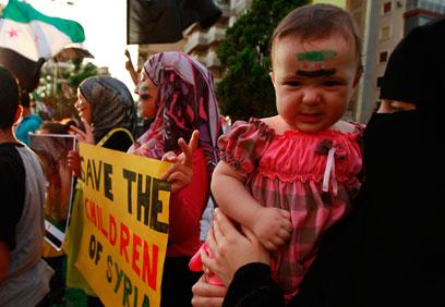 הפגנה בטריפולי בעקבות הטבח בסוריה (צילום: רויטרס)