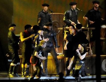 ובאווירה שונה: לא הכל לבן על הבמה (צילום: יובל חן, ידיעות אחרונות)