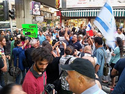 ההפגנה בדרום תל-אביב, הערב  (צילום: מוטי קמחי) (צילום: מוטי קמחי)