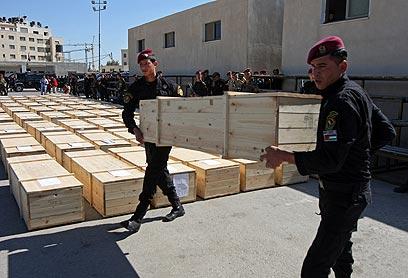לאחר הטקס, המחבלים נקברו בערים שונות בגדה (צילום: AFP) (צילום: AFP)
