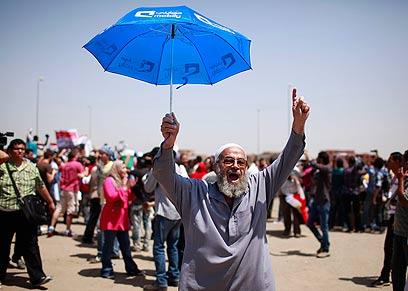 מחוץ לבית המשפט בקהיר (צילום: רוירטס) (צילום: רוירטס)