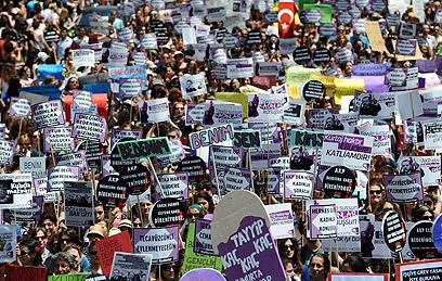 הנשים המוחות באיסטנבול (צילום: AFP) (צילום: AFP)