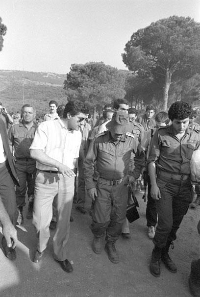 """כוחות צה""""ל עם הנוצרים בביירות (צילום: במחנה) (צילום: במחנה)"""