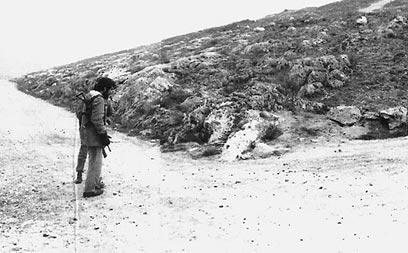 """עיקול בכביש לעבר הבופור, שם ספג הכוח את מכת האש הראשונה (צילום: ארכיון צה""""ל ומערכת הביטחון) (צילום: ארכיון צה"""