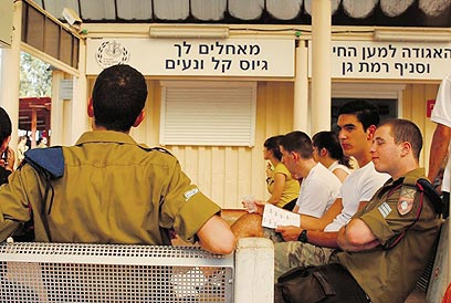 New recruits at IDF induction center (Archive photo: IDF Spokesperson)