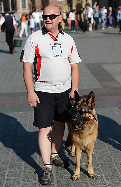 כלבים נושכי אשכים? הנה האלטרנטיבה האנגלית לשיטות האוקראיניות (צילום: AFP) (צילום: AFP)