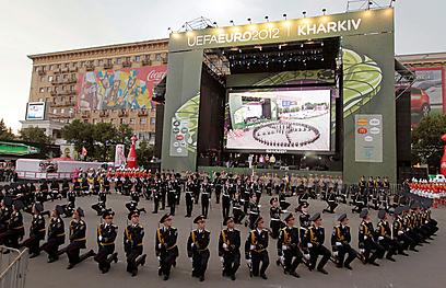 באוקראינה נמצאים עמוק בהכנות לטקס הפתיחה (צילום: רויטרס) (צילום: רויטרס)
