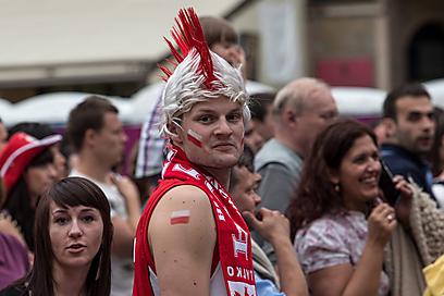 גם במחנה הפולני שמח. מה יהיה הערב מול יוון? (צילום: EPA) (צילום: EPA)