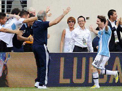 מי אמר שמסי לא חוגג בנבחרת? (צילום: AP) (צילום: AP)