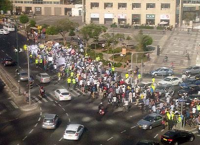 הפגנת מחאה של זרים בתל אביב (צילום: עמית קפוזה) (צילום: עמית קפוזה)