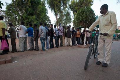 מבקשי מקלט מאפריקה (צילום: EPA)