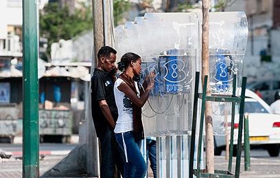 זרים בתל אביב, היום (צילום: ירון ברנר) (צילום: ירון ברנר)