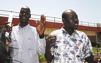 """""""כל הסודנים רוצים לחזור"""". קאוול (מימין) וג'ון  (צילום: יאיר שגיא) (צילום: יאיר שגיא)"""