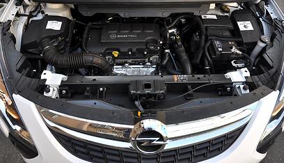 המנוע רועש תחת עומס, תיבת ההילוכים אינה טובה (צילום: רועי צוקרמן) (צילום: רועי צוקרמן)