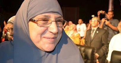 """אשתו של מועמד """"האחים המוסלמים"""" וגם בת דודו. נגלא עלי מורסי ()"""