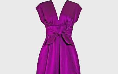 לבעלות מבנה גוף אגסי מומלצת שמלה שמטשטשת את רוחב הירכיים (צילום: shutterstock) (צילום: shutterstock)