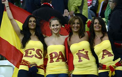 עוד ספרדיות נלהבות ביציע (צילום: AFP) (צילום: AFP)