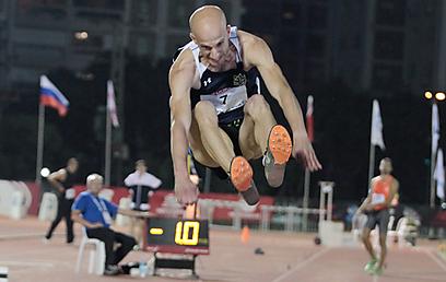 יוחאי הלוי, קופץ למקום הראשון בקפיצה לרוחק (צילום: ראובן שוורץ) (צילום: ראובן שוורץ)