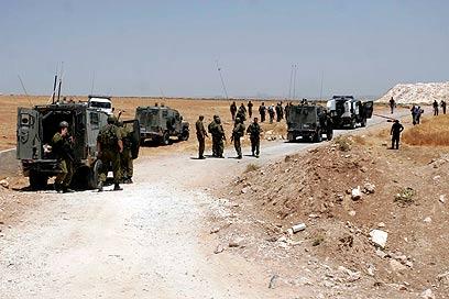 כוחות גדולים של צבא הגיעו למקום התקרית (צילום: אליעד לוי)
