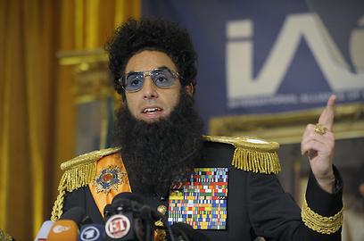 סשה בארון כהן כאדמירל-גנרל אלאדין. לוקח את עצמו ברצינות (צילום: MCT) (צילום: MCT)