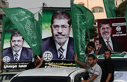 תומכי מורסי בקהיר. לא השמיע הצהרות קיצוניות נגד ישראל (צילום: AFP) (צילום: AFP)