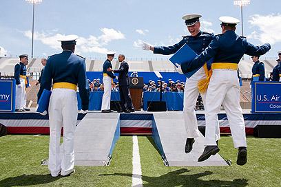 עלה לאוויר. בטקס הסיום של צוערי האקדמיה של חיל האוויר (צילום: Official White House Photo by Pete Souza) (צילום: Official White House Photo by Pete Souza)