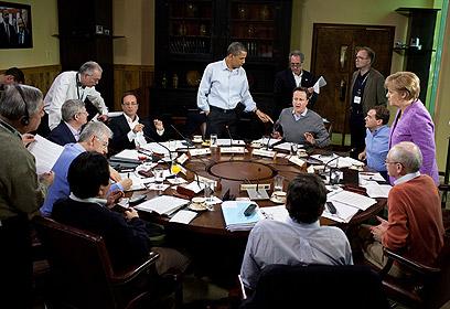 השולחן העגול. מנהיגי שמונה המדינות המתועשות בחדר האוכל בקמפ דיוויד (צילום: Official White House Photo by Pete Souza) (צילום: Official White House Photo by Pete Souza)