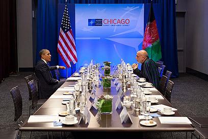 """סמול טוק. עם נשיא אפגניסטן חמיד קרזאי בפסגת נאט"""" בשיקגו (צילום: Official White House Photo by Pete Souza) (צילום: Official White House Photo by Pete Souza)"""