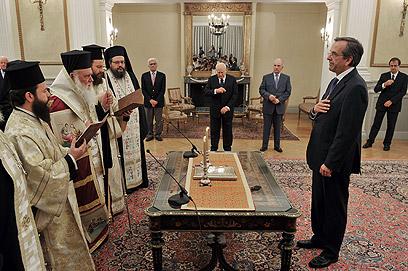 דרך חדשה. סמאראס מושבע לראש ממשלה (צילום: AFP) (צילום: AFP)