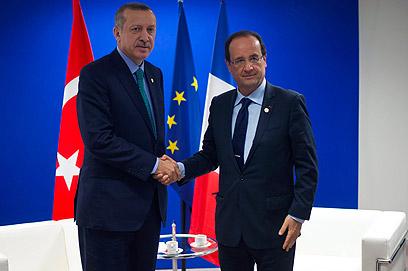 ראש הממשלה הטורקי קיבל תשובה חיובית. ארדואן והולנד (צילום: AFP) (צילום: AFP)