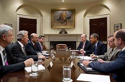 מופז (שלישי משמאל) מול אובמה. להחריף את הסנקציות (צילום: Pete Souza) (צילום: Pete Souza)