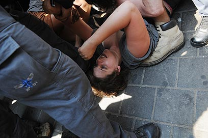 מעצרה של דפני ליף בצהריים (צילום: ירון ברנר) (צילום: ירון ברנר)