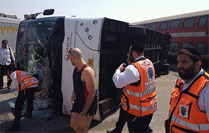 האוטובוס ההפוך. פגיעה בחלק האחורי (צילום: הילה דפנה)