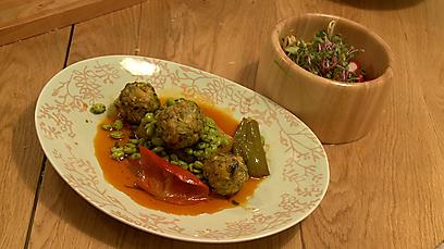 תבשיל קציצות דגים עם פולי סויה טריים  (צילום: איתי רזיאל) (צילום: איתי רזיאל)
