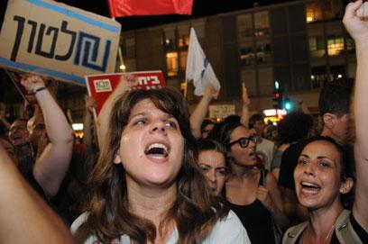 דפני ליף בהפגנה הלילה בתל-אביב (צילום: ירון ברנר) (צילום: ירון ברנר)