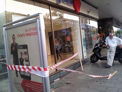 בנק הפועלים ברחוב אבן גבירול, הבוקר ()