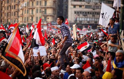 המונים חוגגים בכיכר תחריר (צילום: רויטרס) (צילום: רויטרס)