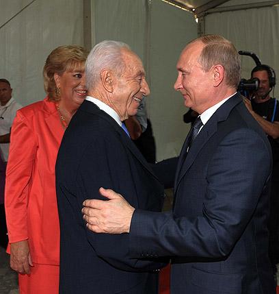 """פוטין עם הנשיא וראש עיריית נתניה (צילום: אבי אוחיון, לע""""מ)"""