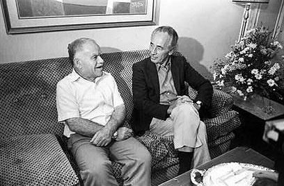 """שמיר ופרס, 1984 (צילום: הרניק נתי, לע""""מ) (צילום: הרניק נתי, לע"""