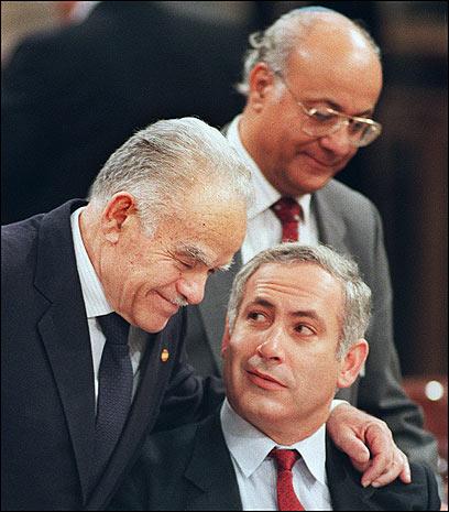שמיר ונתניהו בוועידת מדריד, 1991 (צילום: AFP) (צילום: AFP)