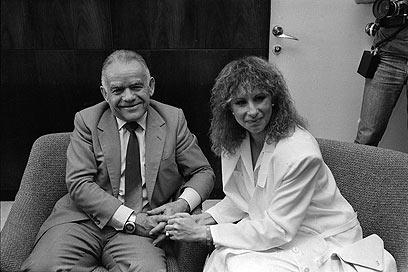 שמיר וברברה סטרייסנד בירושלים, 1984 (צילום: AP) (צילום: AP)