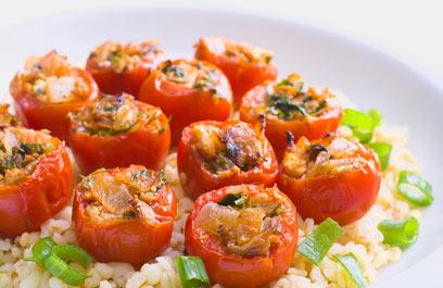 בלי אורז - עגבניות ממולאות (צילום: ראובן אילת)