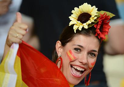 בקצב הפלמנקו. אוהדת נבחרת ספרד בקייב (צילום: AFP) (צילום: AFP)