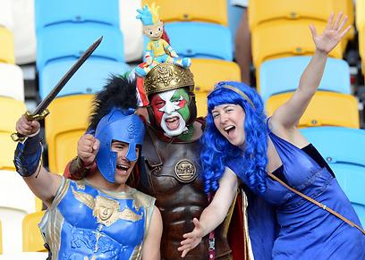 האימפריה הרומית. אוהדי נבחרת איטליה ביציע (צילום: EPA) (צילום: EPA)