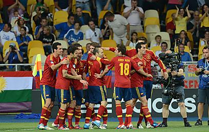 נבחרת ספרד חוגגת (צילום: AFP) (צילום: AFP)