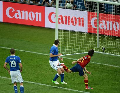 דויד המלך. סילבה כובש לזכות ספרד (צילום: AFP) (צילום: AFP)