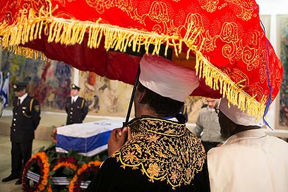 מכבדים את זכרו בכנסת (צילום: אוהד צויגנברג) (צילום: אוהד צויגנברג)