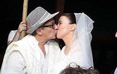ועכשיו הנשיקה (צילום:בני טפירו) (צילום:בני טפירו)