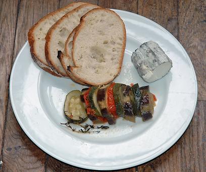 אוכלים אותו לצד גבינות או דג. טיאן (צילום: יפה עירון קוץ)