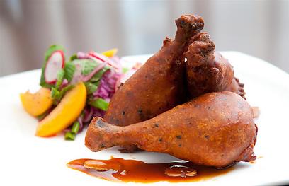 קצת קנטאקי, קצת אסיה. עוף בציפוי פריך (צילום: ירון ברנר)